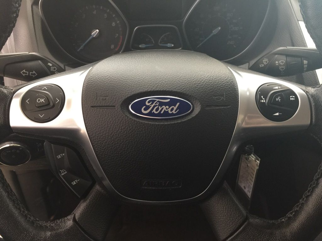 used 2014 ford focus se automatic transmission great condition 4 door car in sherwood park. Black Bedroom Furniture Sets. Home Design Ideas