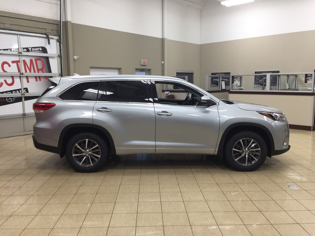 New 2018 Toyota Highlander Xle 4 Door Sport Utility In