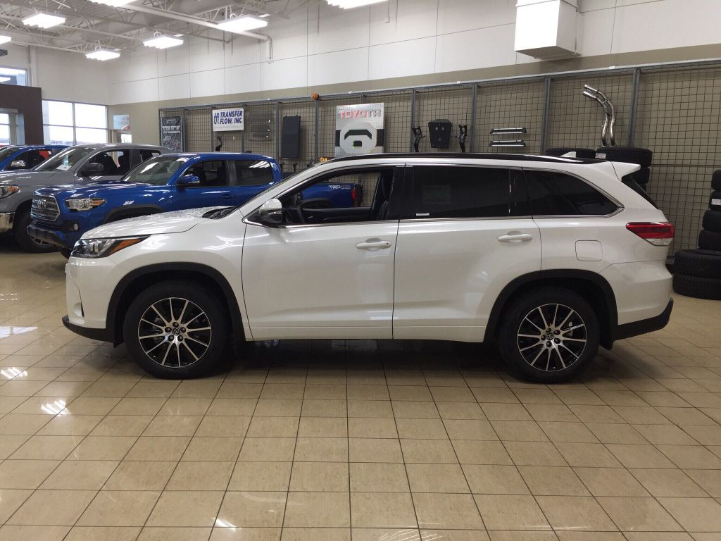 new 2018 toyota highlander se 4 door sport utility in sherwood park hi86279 sherwood park toyota. Black Bedroom Furniture Sets. Home Design Ideas