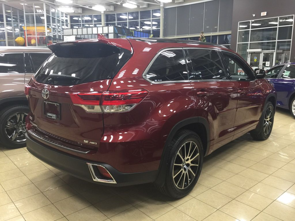 new 2018 toyota highlander se 4 door sport utility in sherwood park hi86635 sherwood park toyota. Black Bedroom Furniture Sets. Home Design Ideas