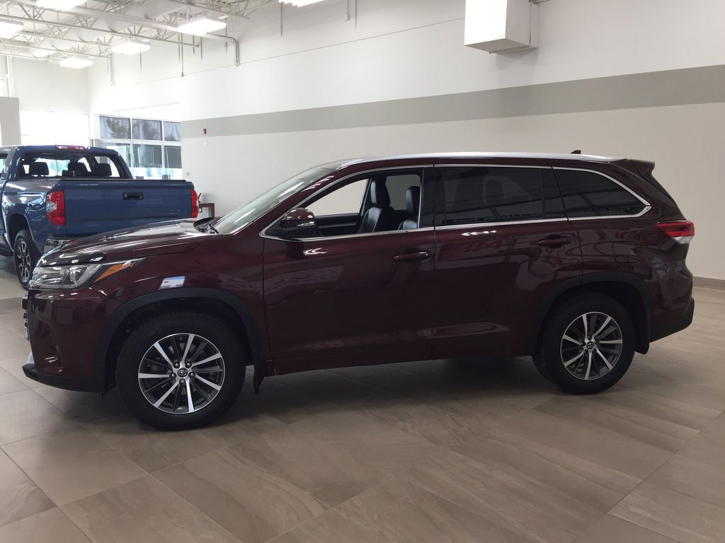 Pre-Owned 2018 Toyota Highlander XLE AWD