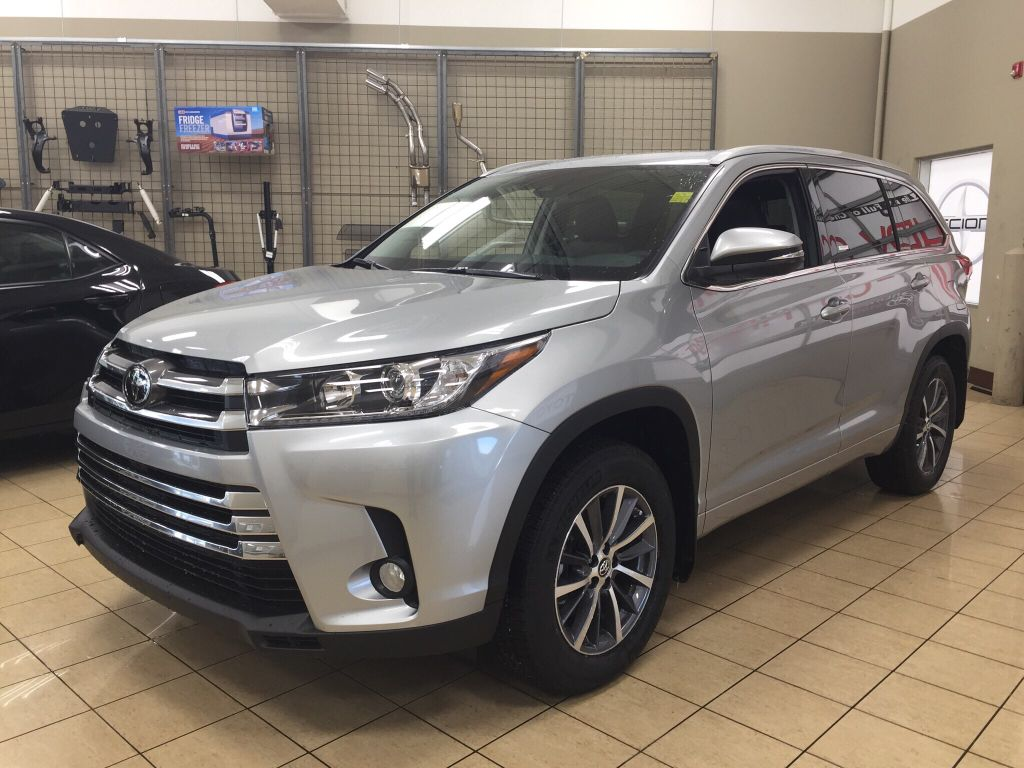 new 2017 toyota highlander xle 4 door sport utility in sherwood park hi78785 sherwood park toyota. Black Bedroom Furniture Sets. Home Design Ideas